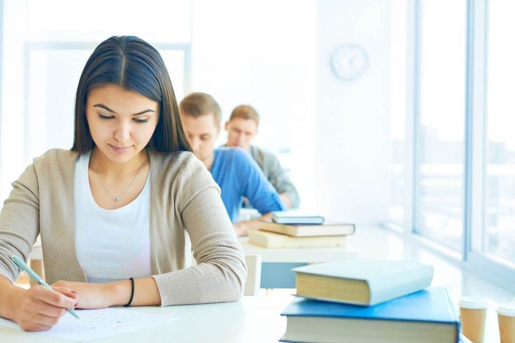 """< img src=Studiare-nel-Regno-Unito-Londra .jpg"""" alt=Studiare nel Regno Unito Londra """">"""
