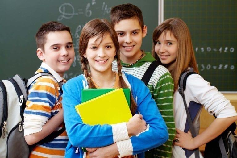 "< img src=Students-liceum-za-granicą .jpg"" alt=liceo estero"">"