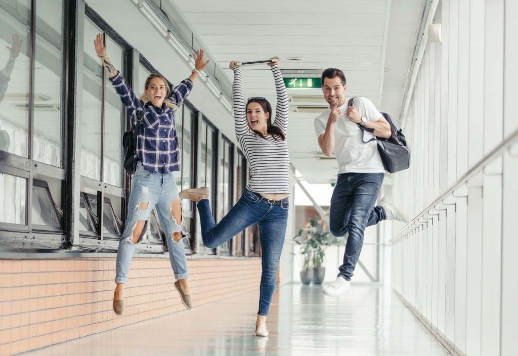 """< img src=Studenti-di-universita-estero.jpg"""" alt=Studenti di universita estero"""">"""