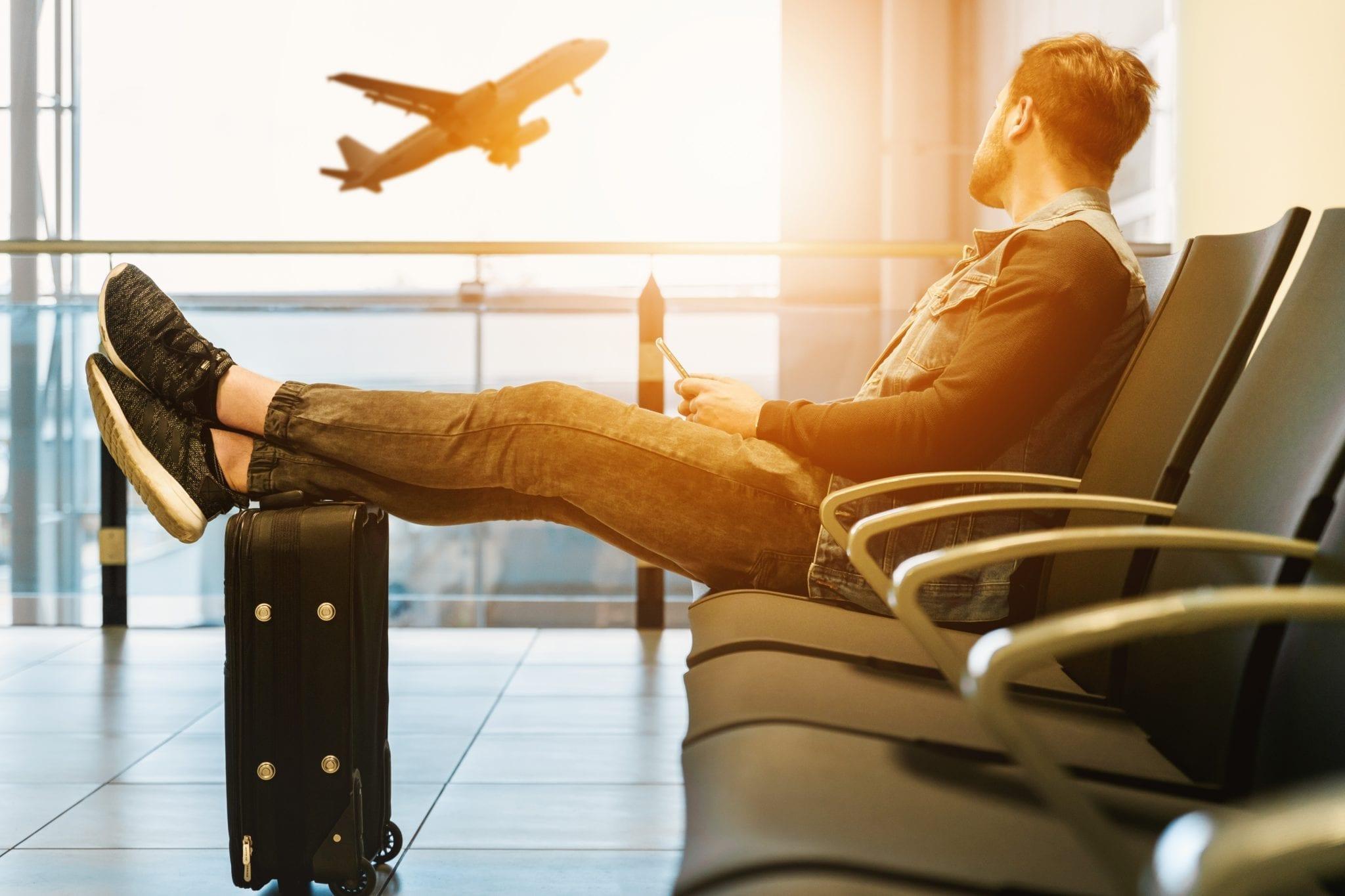 "< img src=""studiare-all-estero-study-abroad-studia-za-granicą.jpg"" alt=""Travel abroad and study with Elab"">"