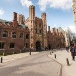 "- gdzie najlepiej studiować < img src=""cambridge-city-2-1"" alt=""università studiare estero migliore"">"