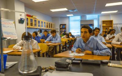 """< img src=""""10.png"""" alt=""""dove studiare al liceo all'estero scegli la scuola superiore USA"""">"""